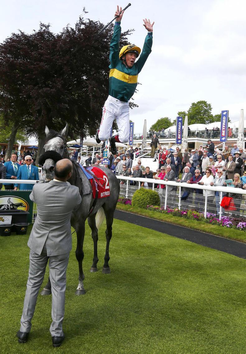 BRITAIN: Coronet gallops home for Dettori