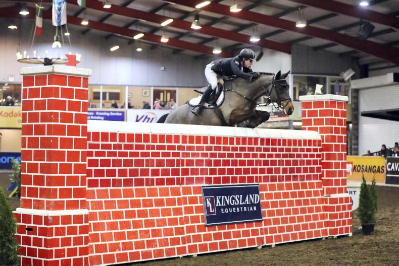CAVAN INTERNATIONAL: Healy scales 2.10m Puissance wall
