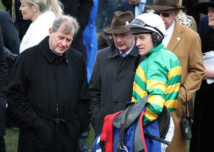 Barry Geraghty suffers broken leg in Topham fall