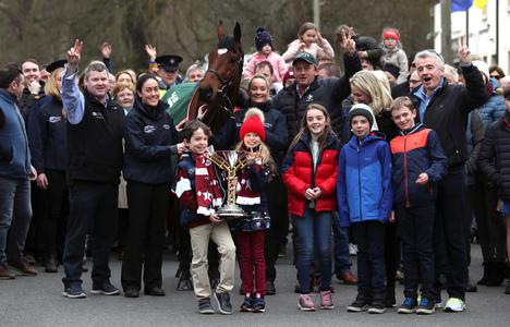 Summerhill villagers turn out in force to celebrate Tiger feat