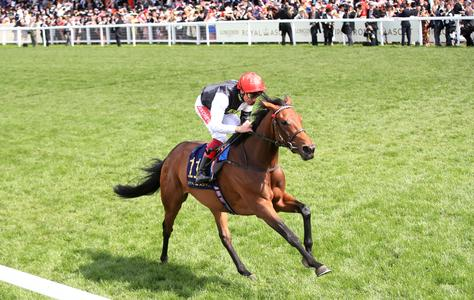 Red-hot Dettori keeps up golden run with Star Catcher in Vermeille