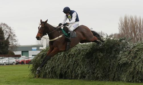 Mill makes most of return to Aintree