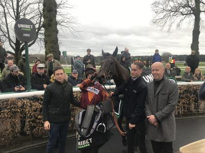 Emitom books Stayers' Hurdle ticket with Rendlesham win