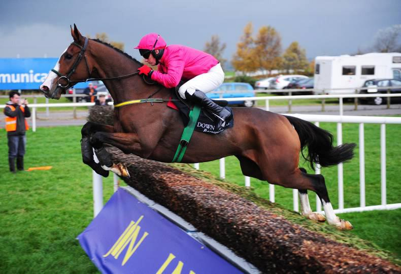 FLOGAS NOVICE CHASE: Apache can go close