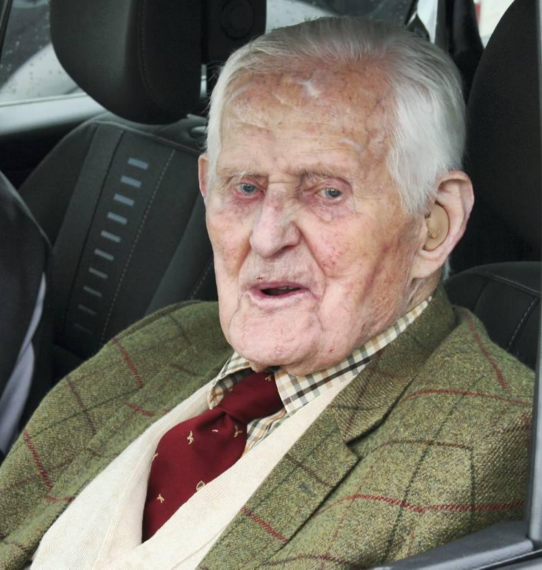 Equine veterinary surgeon Jack Powell dies, aged 101