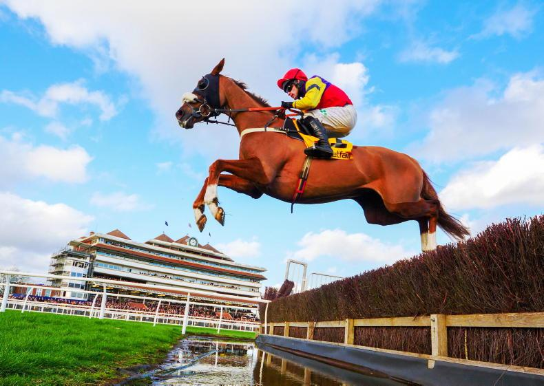 Santini and Native River face-off at Aintree