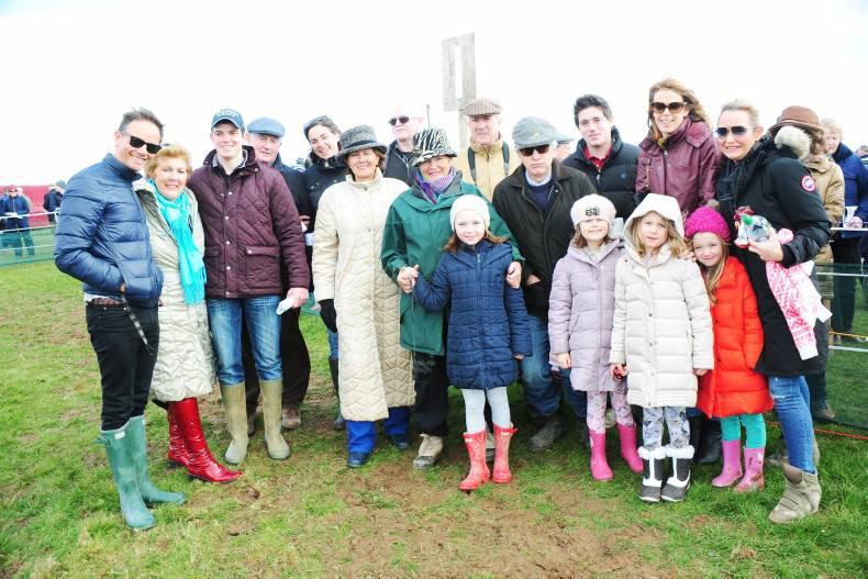 Large numbers descend on Lingstown