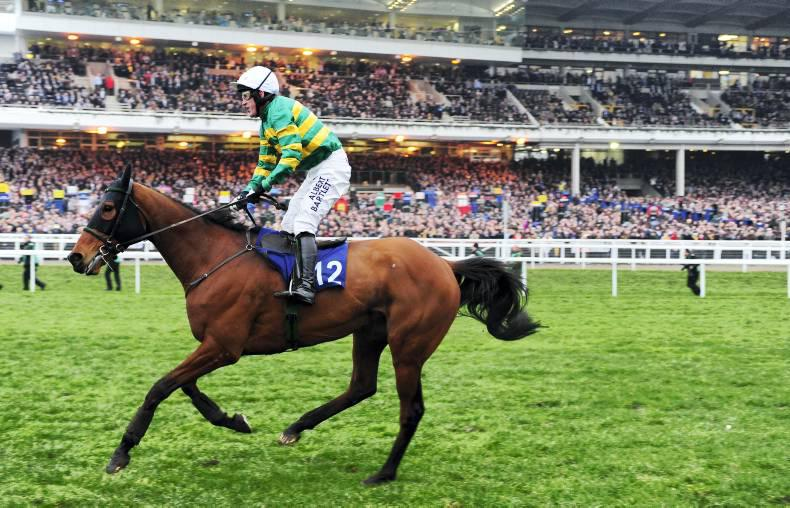 Crowds pay tribute to AP on last Cheltenham ride