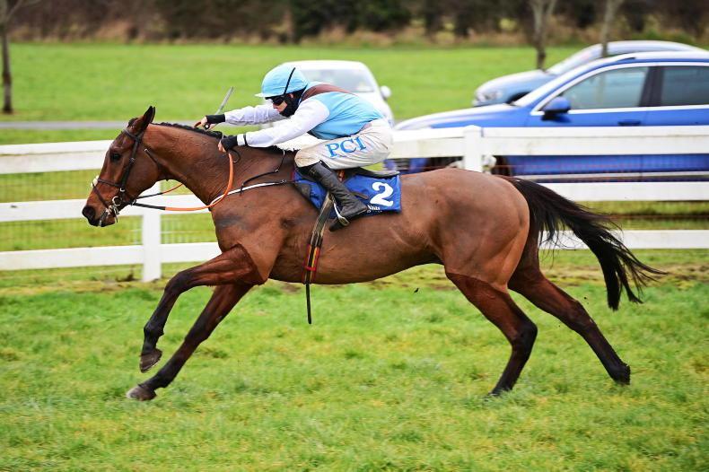 Eklat De Rire provides Blackmore with comeback victory