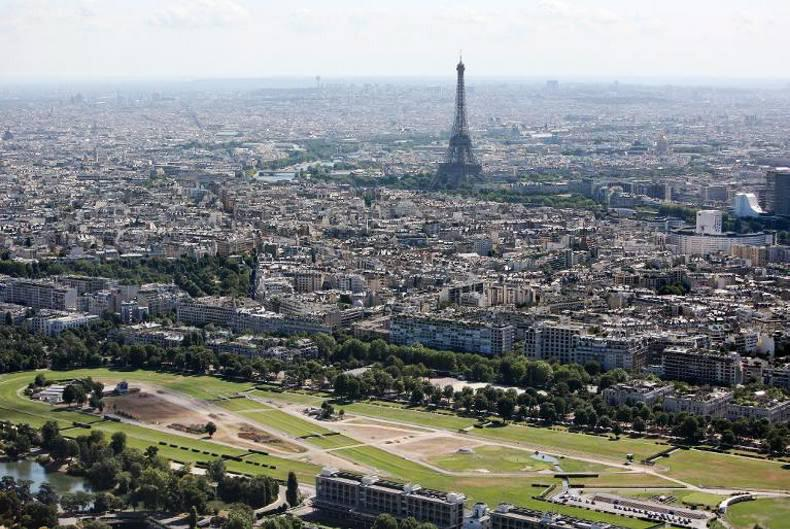 FRANCE:  Walzertakt in narrow win