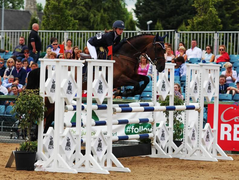 Hummer cruises to victory in Simmonscourt