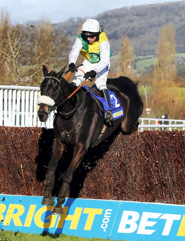 SIMON ROWLANDS: Many Clouds fast at Aintree