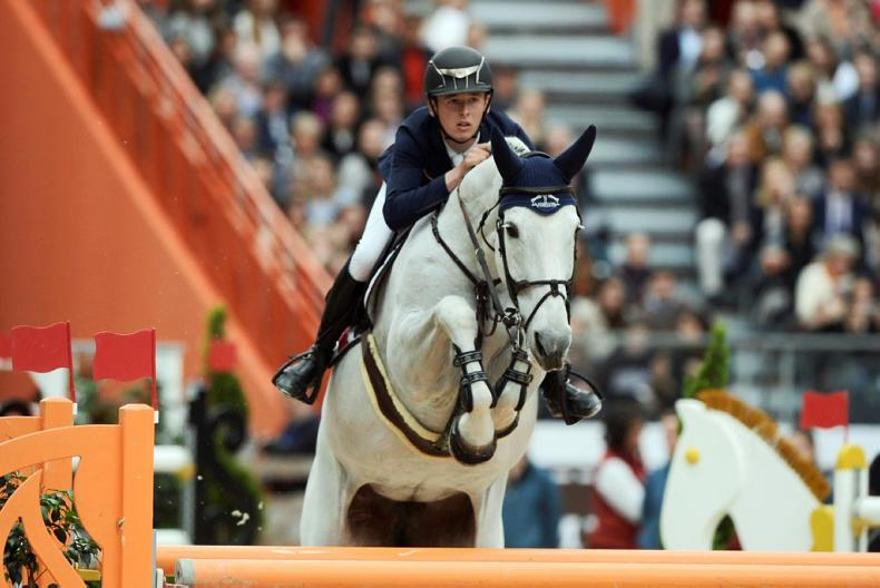 INTERNATIONAL: Allen and Molly close in Paris