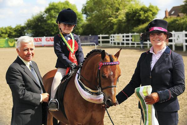 Cardines Marquise sweeps the boards