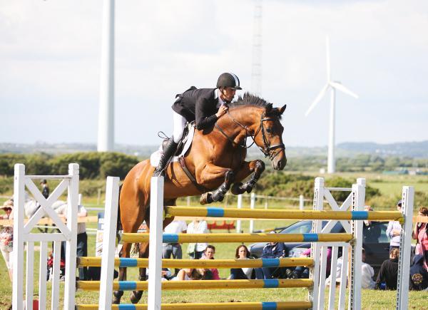 Power steals show with Doonaveeragh