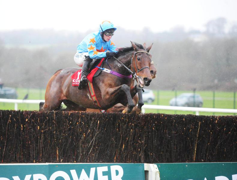 CORK SUNDAY: Un De Sceaux revs up